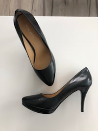 Nine west black pumps - size 8 Waterloo, N2L 3J4