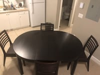Expandable dinning room table with chairs Langley, V2Y 0K7