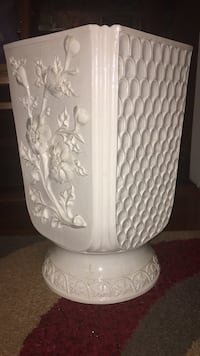 White Porcelain Vase with 3D floral pattern and scales Washington, 20016