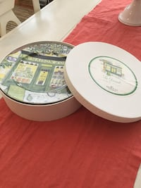 Dinner plates- box set of 4 (never used) Toronto, M2N 6R6