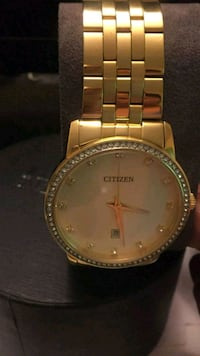 round gold-colored analog watch with link bracelet Monterey Park, 91754