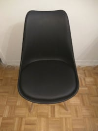 black leather padded bar seat Montréal, H3E 1H4