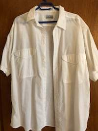 Essentials short sleeve shirt. 100 percent cotton. Like new. $12 Vaughan, L4K 3L3