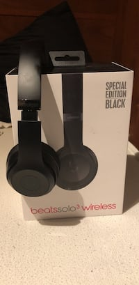 Special Edition Black Beats Solo3 Brand New condition