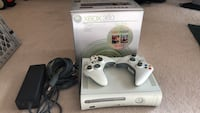 Xbox 360, 2 controllers included. 28 km