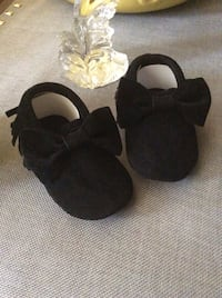 Baby girl moccasins size 3-6,6-12 months/ black color  Los Angeles, 91406