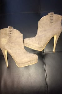 Beige boots Burnaby, V5G 1N2