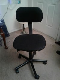 MOVING MUST SELL SM COMPUTER CHAIR  Phoenix, 85029