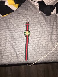 This is a unisex Gucci watch it's adjustable in size   Smithville, L0R 2A0