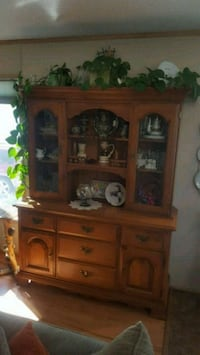 American Colonial 2 piece china cabinet