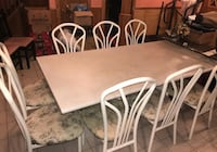 Kitchen or dining room table with 8 chairs  561 km