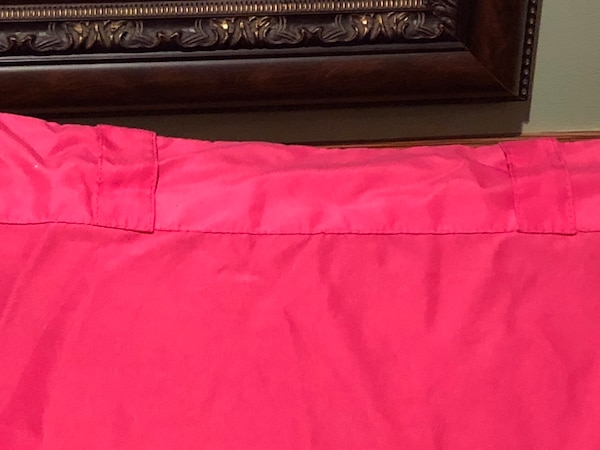 Bright pink curtain panel- like new!