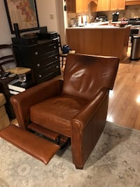 Pottery barn leather recliner Willowbrook, 60527