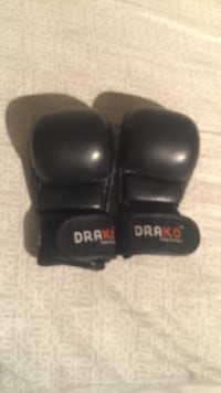 Black 6 oz Drako gloves Surrey, V4N 2L2