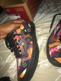 Black-and-multicolored vans low-top sneakers with box 10/10 condition  Hempstead, 11550