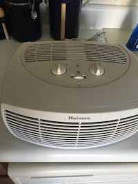 Holmes Electric Air Purifier With Ionizer Model Hap2400b asking $20  Charlotte, 28215