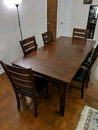 Extendable dining room table Toronto, M5M 1C4