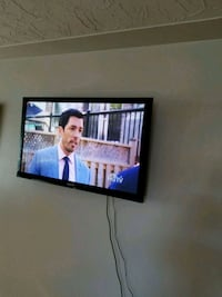 "TV's 50"" Samsung + Wall Mount moving sale  Kitchener"