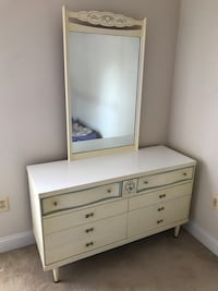 Charming Bassett antique white dresser drawer.  Bryans Road, 20616