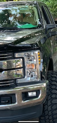 Factory ford f250 head lights. Fits new body super Duties