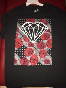 black and red rose printed diamond crew neck t shirt