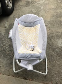 baby's white and gray bassinet Montclair, 91763