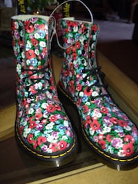 Pair of multicolored floral Doc Martin boots Los Angeles, 91364