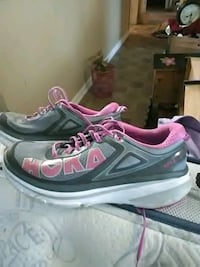 pair of gray-and-pink Nike running shoes Kingsport, 37660