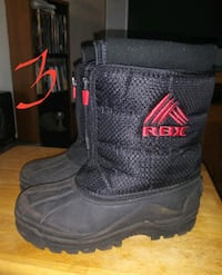 Boys size 3 snow boots Flint