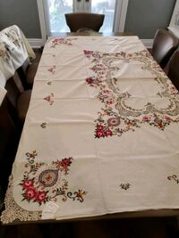 Table cloth w napkins Vaughan, L4L 6K5