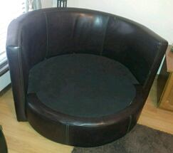 Leather cuddle chair/read entire post