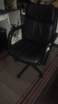 black leather office rolling armchair Mississauga, L5A