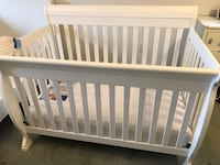 White Crib, Mattress, fitted sheet Mississauga, L5N 7G9