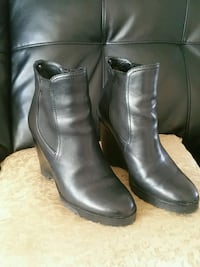 pair of black leather boots Hyde Park, 12538