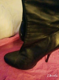 pair of black leather heeled boots Columbus, 31904