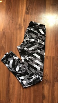 Black and white leggings (small)