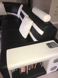 Black and white leather sofa chair New Orleans, 70115