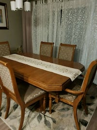 Beautiful real wood table with 6 chairs Kitchener, N2M 1Y4
