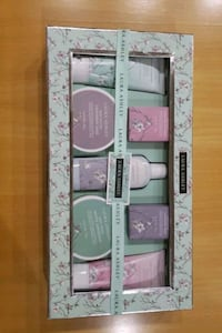 Laura Ashley 7 piece body care gift set collection