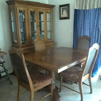 Oak Hutch & dining room table and 4 chairs Middletown, 10940