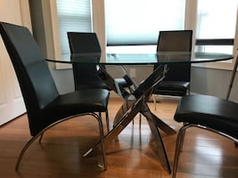 Round glass dining room table (no chairs)