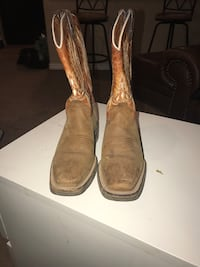 Boots in good condition worn maybe 4 times size 23 in Mexico which is about a 6 US Denver, 80216