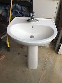 Pedestal sink with faucet Hagerstown, 21740