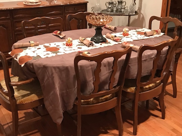 Used Perfect Dining Room Table With 6 Chairs And 3 Leaves Pads Also Available Buffet China Breakfront For In East Norwich Letgo