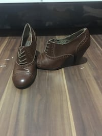 pair of brown leather booties 477 km