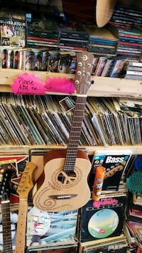 3/4 or travel size Luna acoustic guitar easy to pl Yorkville, 60560