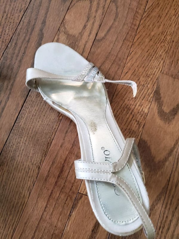 Size 10 cream shoes. Strap at top came out. 8ad3b5c8-ee3c-408c-841c-d7223f55f39a