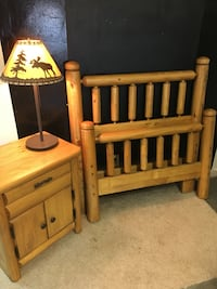 Gorgeous Solid Pinewood Twin bed w/rails and night stand and lamp Lawrenceville, 30044
