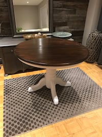 Solid wood dining table  Cambridge, N3C 1S6