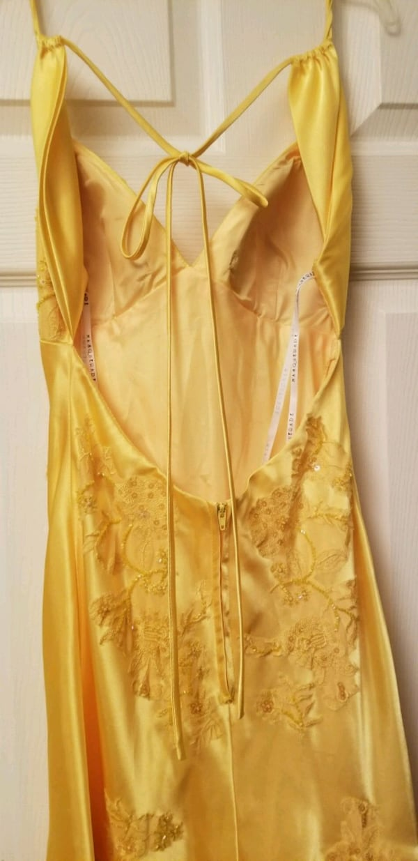 Stunning Yellow Masquerade Size 3/4 0ae7d00a-d8b9-42b5-82c2-4ce3798749f5